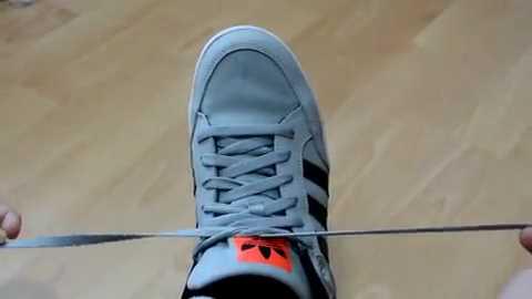 たった2秒でスニーカーの靴紐を結ぶ方法